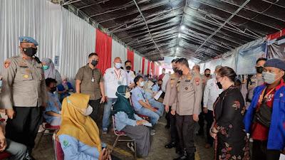 Mulai Hari ini  para Pekerja Di PT. Victory Chingluh Pasar Kemis Terima Vaksinasi