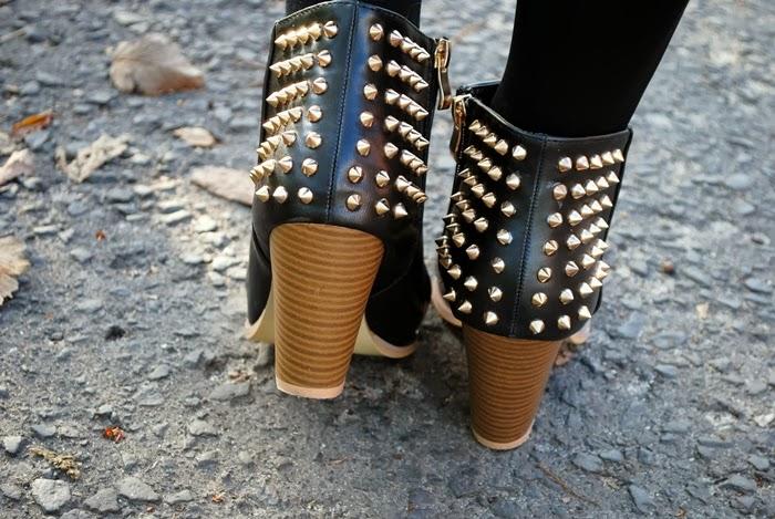 botki z kolcami