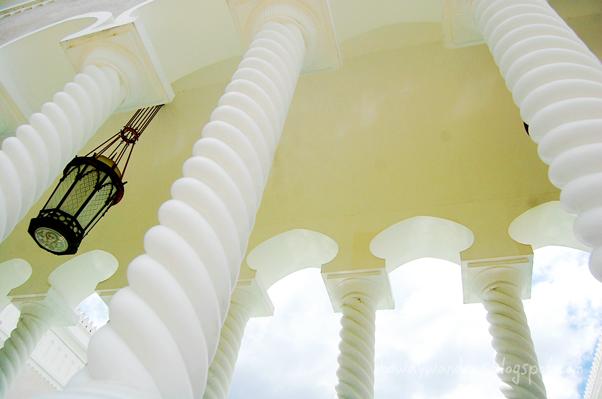bowdywanders.com Singapore Travel Blog Philippines Photo :: Brunei :: Sultan Omar Ali Saifuddin  Mosque in Bandar Seri Begawan