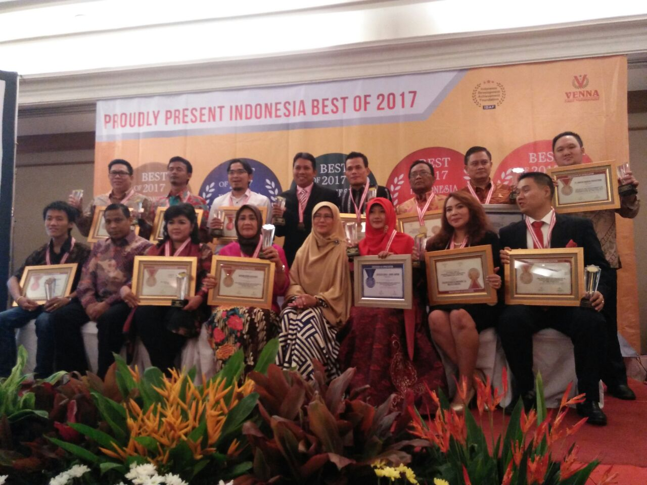 "Toserba Ten Elektrik (PT. CAKRASEMESTA ABADI SEJAHTERA) Meraih Penghargaan Indonesia Best of 2017 Award untuk kategori ""The Most Recommended Franchise & Quality Product of the Year 2017""."