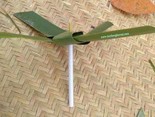 Cara membuat mainan dari daun kelapa
