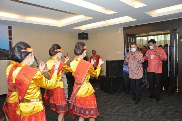 Nasrul Abit Bangga Organisasi Batak Berpartisipasi Membangun Sumbar.