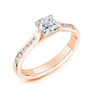 förlovning, att förlova sig, när ska man förlova sig, måste man förlova sig, innan bröllop, planera bröllop, bröllossajt, bröllops sida, blogg om bröllop, bröllopsblogg, vanbruun, förlovningsring, förlovningsringar, vigselringar