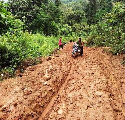 Bupati Sumbawa Janjikan Jalan ke Batulanteh Hotmix dalam 3 Tahun
