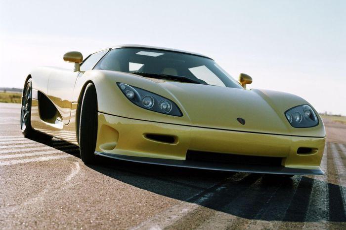 Koenigsegg CCR (242 mph)