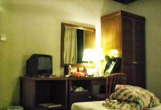 Oxford Hotel Singapore standard room amenities