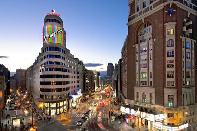 Comércio na Gran Vía em Madri