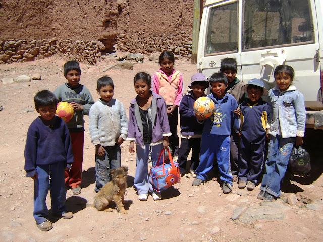 Die Kleinen bereiten schon einmal das Fußballspiel vor