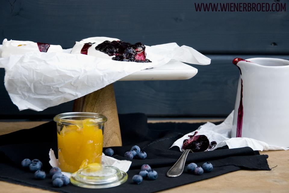 Blaubeer-Zitronen-Pavlova / Blueberry Lemon Pavlova [wienerbroed.com]