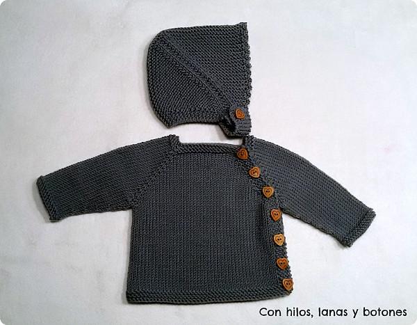 Con hilos, lanas y botones: Conjunto chaqueta Puerperium gris con gorrito de punto