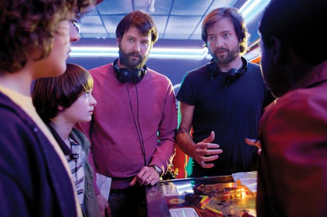 Creadores de Stranger Things piden que ajustes el televisor antes de ver su segunda temporada.