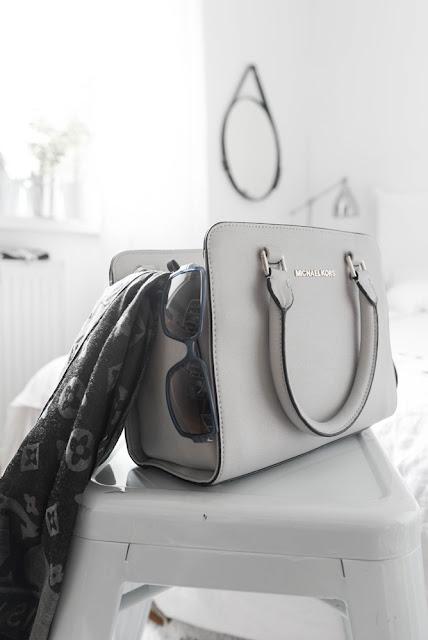 Tajemnice damskiej torebki - jak utrzymać porządek w torebce ?