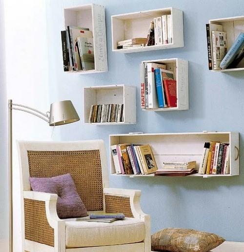 reutilizar caixotes de madeira sala nicho livros