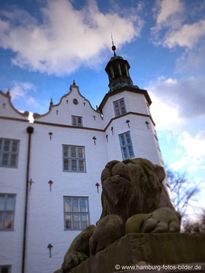 Schloss Ahrensburg, Löwe mit Schlossturm