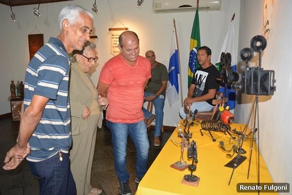 """Exposição """"Da madeira à Argila, a arte inspira"""" pode ser visitada na Casa da Cultura"""