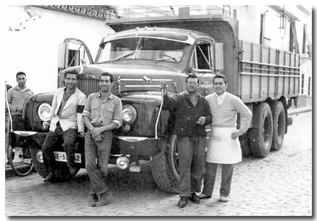 BAR PILI, último derecha con mandil, ANTONIO CARDONA DIAZ (el Pili)