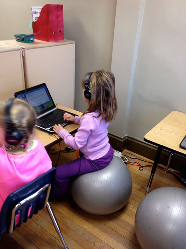 18 Hilarious Hacks Prove That Some Parents Are Geniuses - Sitting On An Exercise Ball Is The Perfect Way To Concentrate