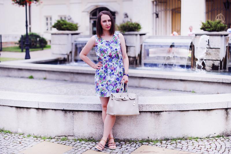 http://annaonopiuk.blogspot.com/2015/08/kombinezon-ups-sukienka-w-kwiaty.html