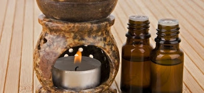 Original essential oils as a rule should be in glass containers with dark glass, because in this way prevents contact of essential substances with the light and prevents unwanted chemical reactions.