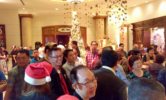 MARCO POLO DAVAO LIGHTS UP GOLD AND ROSES CHRISTMAS TREE