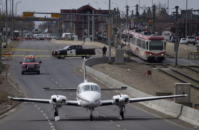 У Канаді малий пасажирський літак екстрено приземлився посеред автостради