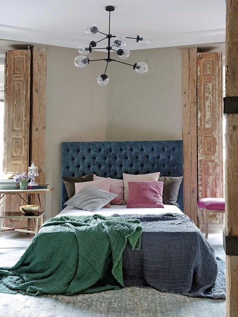 Microciment și lemn nefinisat într-un apartament inedit din Barcelona