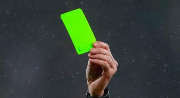 kartu hijau pertama yang dikeluarkan wasit di Serie B