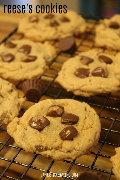 Reese's Cookies #dessert #recipe #cookies #chocolate #reeses #reesescups #peanutbutter