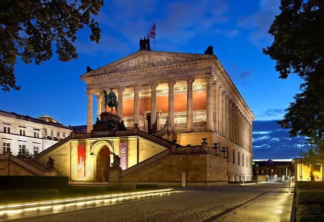 Museu Alte Nationalgalerie à noite