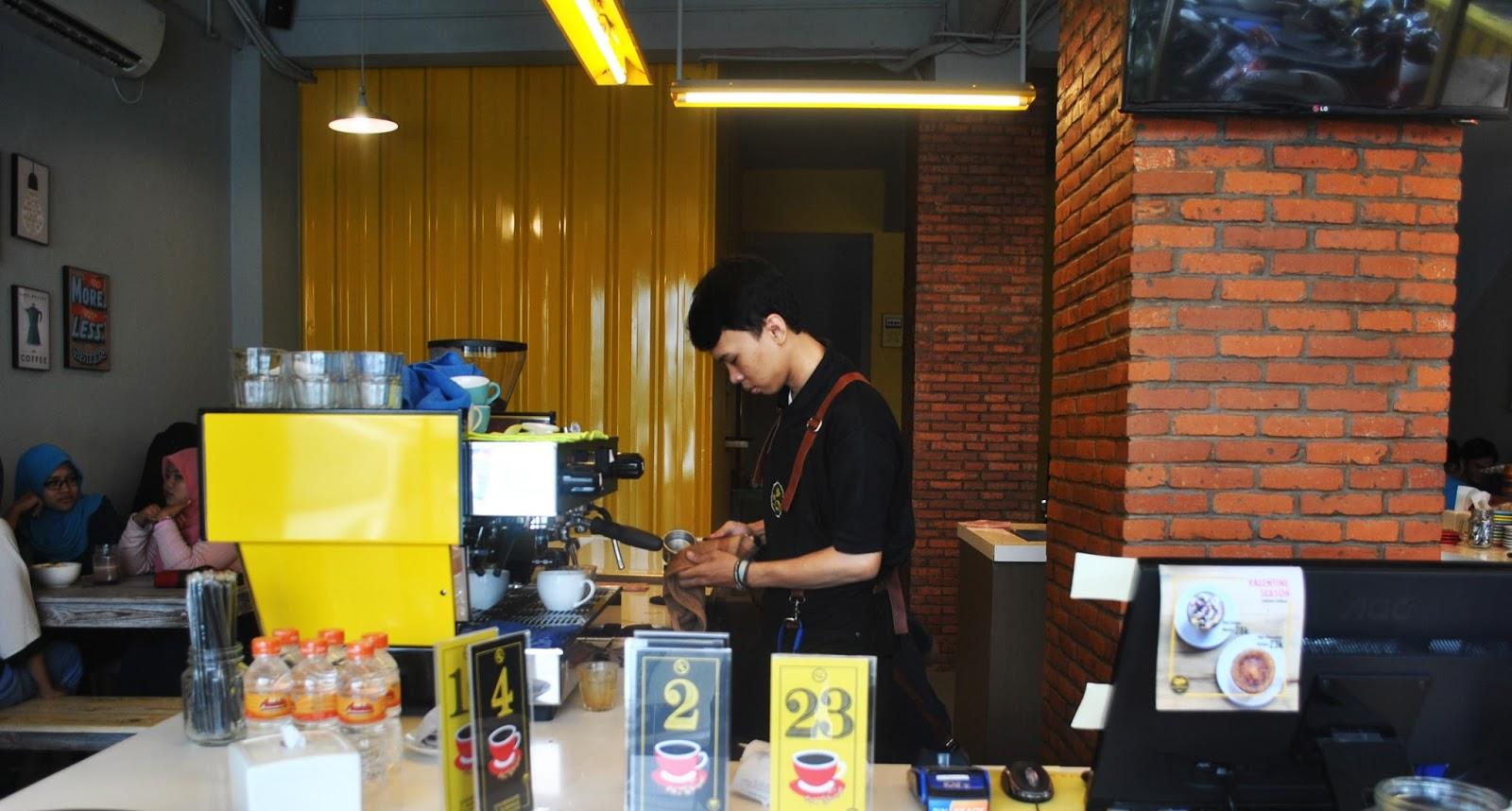 Yellow Truck Coffee - Depok : Nongki ala Mahasiswa - cashier