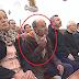 """Homem faz """"manguito"""" durante a missa transmitida pela TVI"""