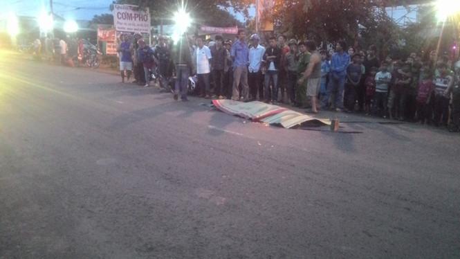 Gia Lai: Xe máy nổ lốp, một người ngã đập đầu xuống đường tử vong
