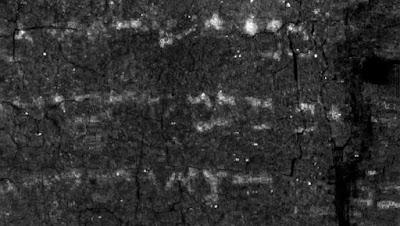 Un pergamino hebreo, extremadamente frágil por haberse quemado, ha revelado la copia más antigua del Antiguo Testamento al ser desenrrollado digitalmente. Conocida como «Rollo de En-Gedi», la pieza contiene el texto del Levítico y data del siglo III o IV, según el estudio publicado en la revista «Science Advances».