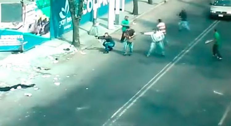 VIDEO; CAMARAS DE SEGURIDAD CAPTAN FUERTE ENFRENTAMIENTO A BALAZSOS