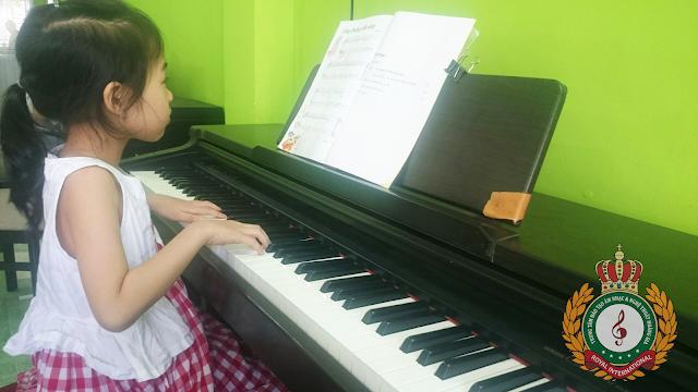 Lợi ích tuyệt vời khi cho con học chơi nhạc cụ