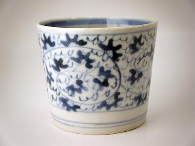 写真1. 江戸時代後期の蚕養焼と思われる蕎麦猪口