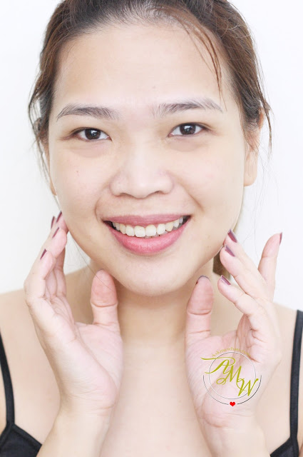 a photo of Nikki tiu using Esfolio 2 Step Multi Oil Peeling & Cleanser Review