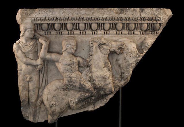 Stolen sarcophagus fragment returned to Greece