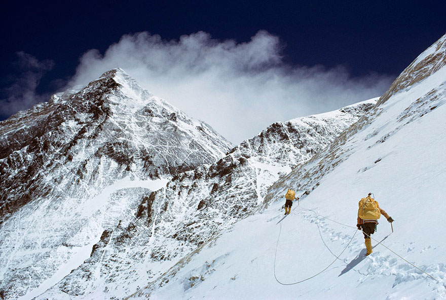 Travel Expectations Vs Reality (20+ Pics) - Climbing Mount Everest, Nepal