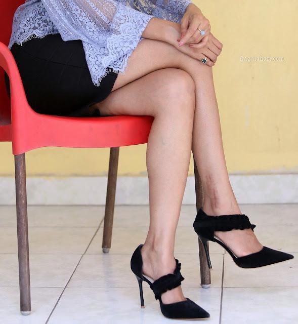 Hot heroine Irra Mor naked sexy leg mini skirt xxx Hi-Resolution Posters
