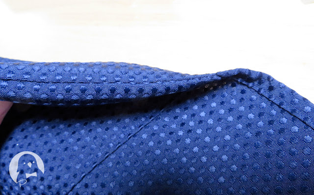 裾の折りあげ部分と横のステッチ
