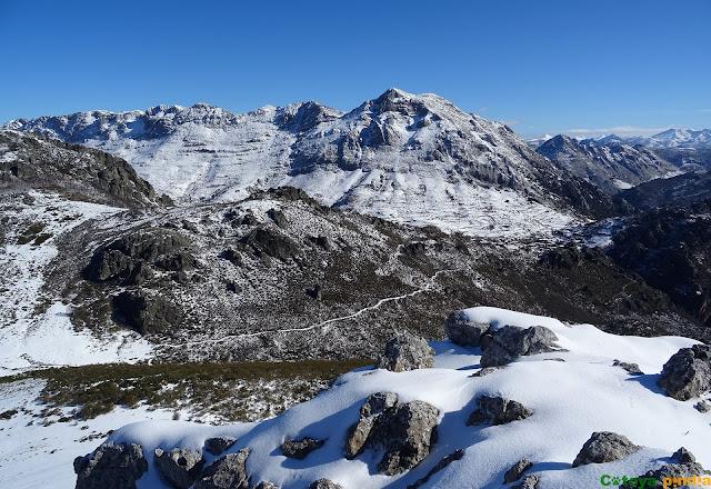 Vistas de Peña Valdorria desde Peña Galicia