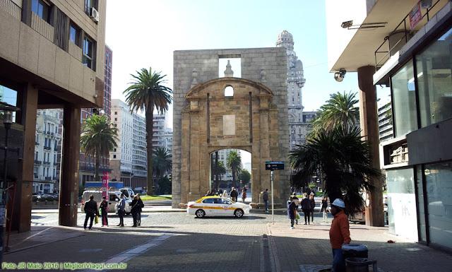 Porta histórica da Cidade Velha