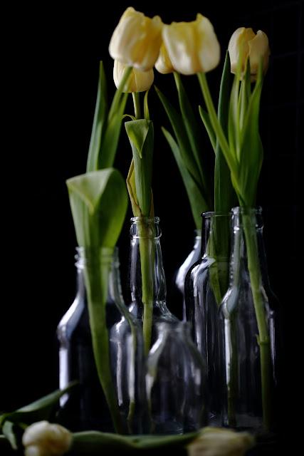 #tulppaanitorstai, still life tulips