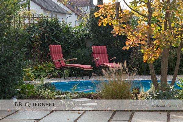 Der neue Sitzplatz am Pool mit den 2 Liegen lädt ein zum Entspannen