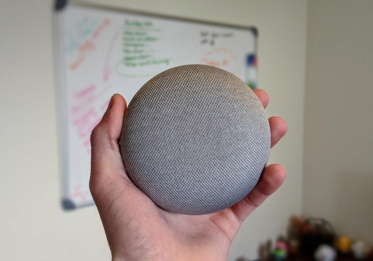 Con la actualización v1.30 Google Home Mini recupera los controles táctiles