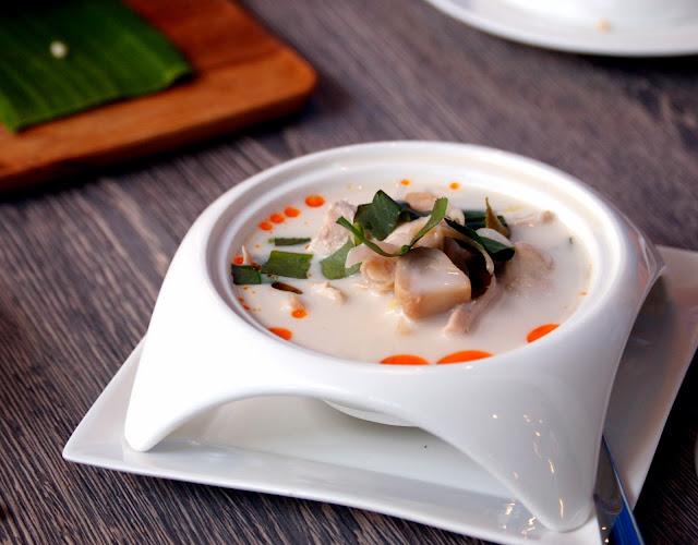 D.Bistro restaurant Chiang Mai tom kha gai hed