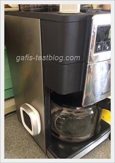 Kaffeemaschine mit Bohnenbehälter und Mahlwerk