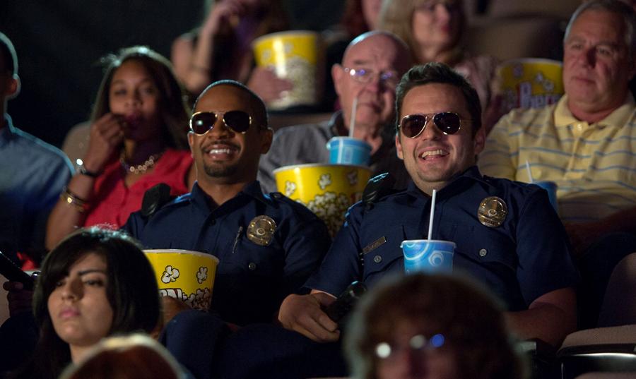 Jake Johnson și Damon Wayans Jr. în comedia Let's Be Cops