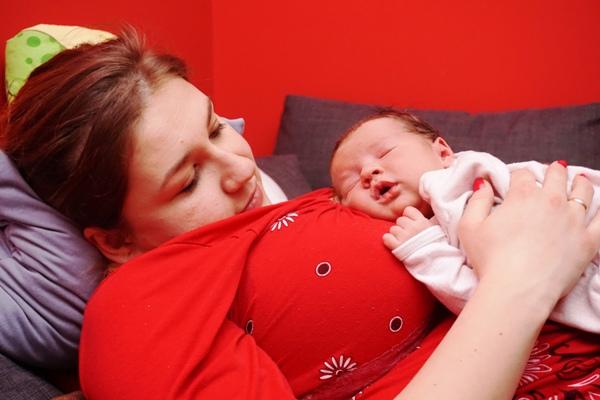 noworodek, bliskość, mama